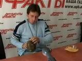 Игорь Растеряев играет на фляжке)